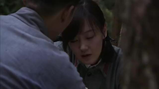 弹孔:男子实在是不想打针,女孩执意要其打针