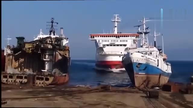 实拍船舶坠毁事故