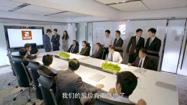 股东吵着反对董事会重组,谁知小伙一生气直拍桌子,这下全都静了