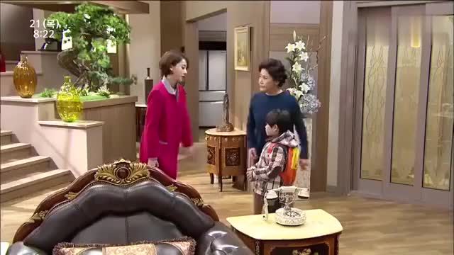 在家装慈母出门后心机女就露出嘴脸虐待总裁的私生子