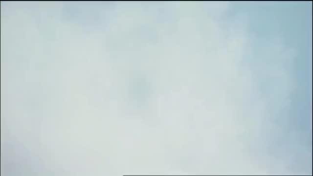 大怪兽之战:哥莫拉展示男友力,一把抱起来芝盾,好轻松!
