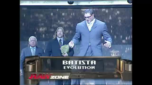WWE堂堂公司董事长居然对着巴蒂斯塔主动微笑示好太意外了