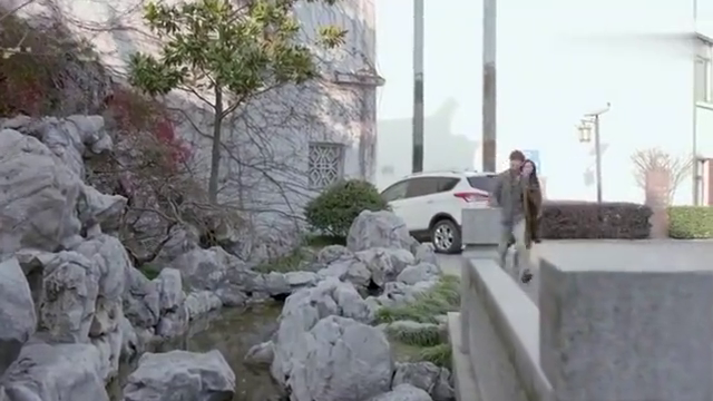 影视:谢晓飞悲催吃到闭门羹 ,竟翻墙进门,谁料却从墙上摔下去