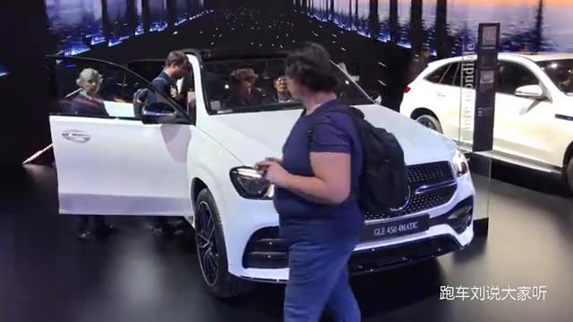 视频:2019款奔驰AMGGLE车展实拍,前车脸变得更加动感