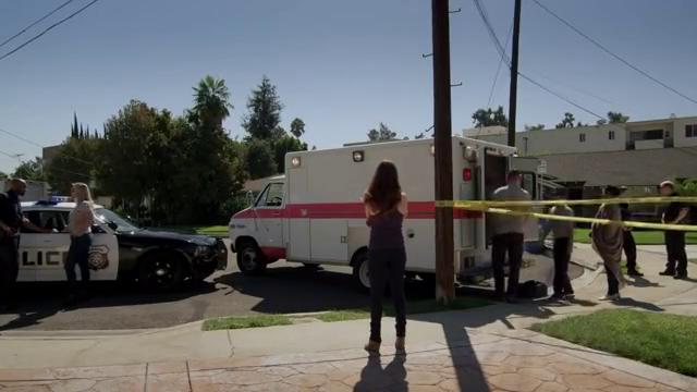 揭秘骗局:凶手破窗逃出,但却把鞋印给留了下来