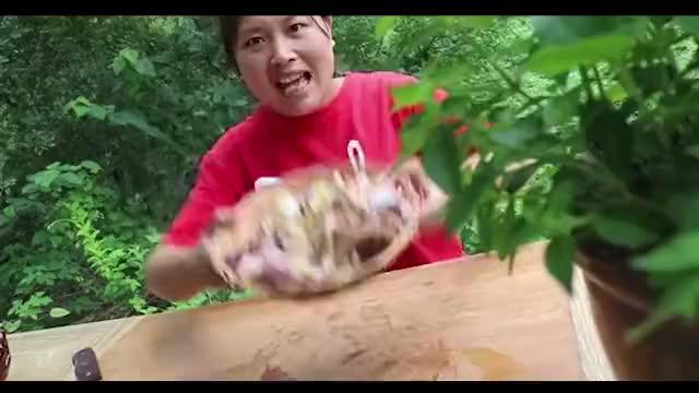 胖妹做泡椒鸡杂打牙祭开胃又下饭配2斤饭一盆汤差点吃到撑