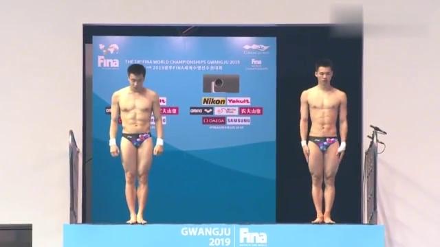 FINA:陈艾森曹缘双人跳水,纵身一跃那一刻,侧面看完全同步