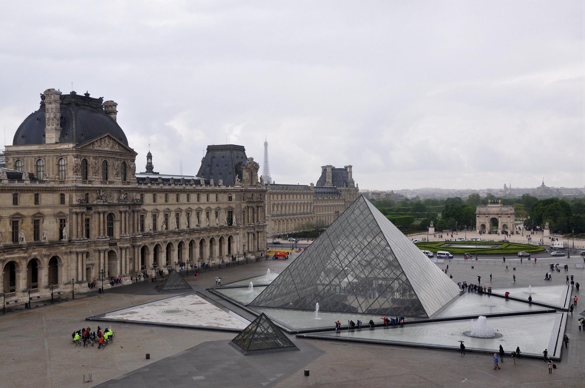 建筑大师贝聿铭设计的卢浮宫玻璃金字塔【原创摄影】