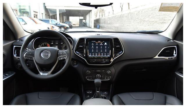 新款JEEP自由光亮相,成为重量级硬派SUV,价格仅18万起!