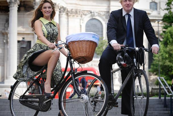 最风光的车评人,一言不合就当上了英国首相