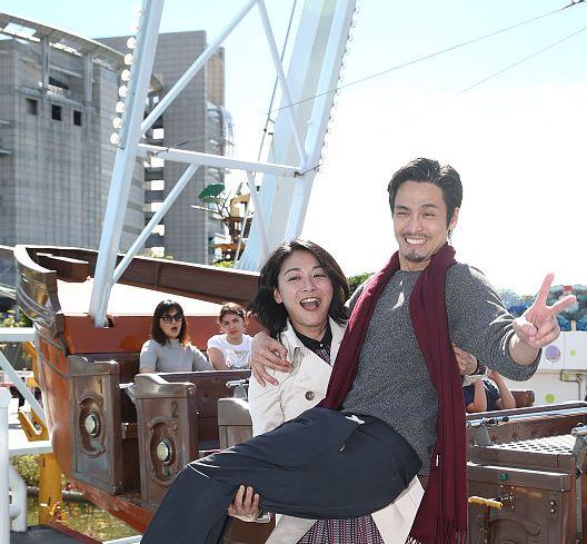 江俊翰、江祖平乘坐海盗船被拍,Gino被吓到紧趴江祖平肩膀