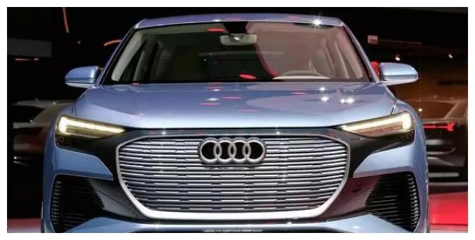 奥迪新能源SUV,Q4媲美奔驰EQC,内饰太前卫了