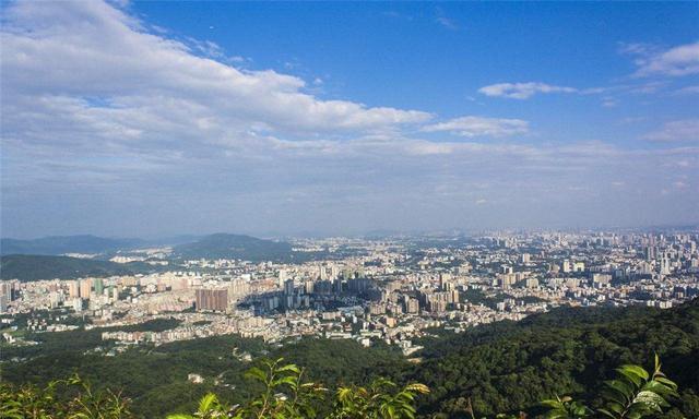 广州白云山,景色优美秀丽,游人可在闲暇中放松身心