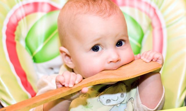 父母注意这3个小细节,帮助宝宝安全度过口欲期