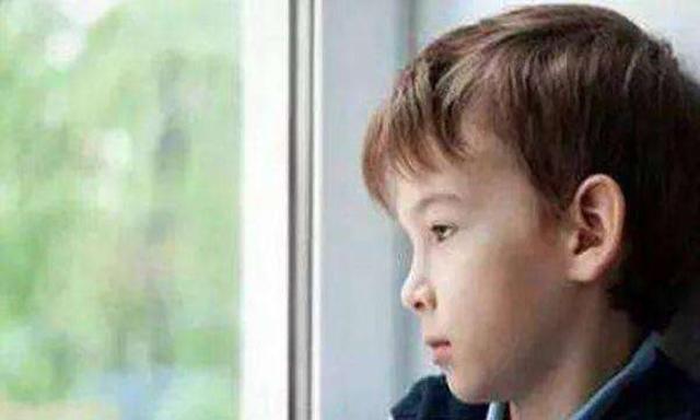 孩子不喜欢与人交往,性格孤僻?试试这4个方法,让孩子变得合群