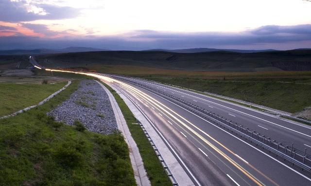 """国内最""""荒凉""""高速公路,沿途有沙漠绿洲,游客:自驾游的好地方"""