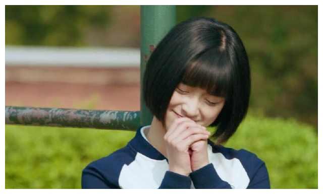 陈小希在操场上背英语单词,看见江辰跑过秒变花痴