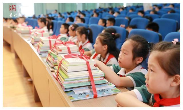"""书香浸润!""""我最喜爱的童书""""阅读推广活动走进嘉兴校园"""