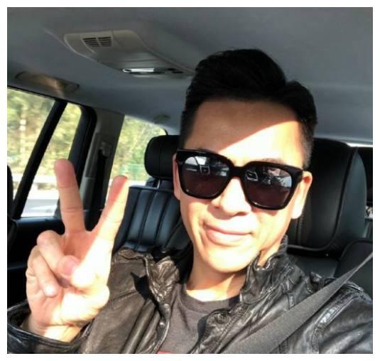 香港演员黄德斌入行31年光有虚名没回报,却依旧做得很开心