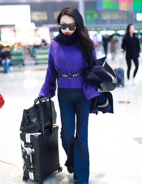 拳王娇妻冉莹颖现身机场,造型时尚气质,很潮流