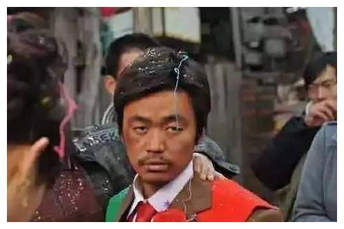 王宝强演傻子,邓超演傻子,包贝尔演傻子,都不及他演傻子