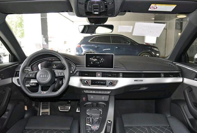 奥迪S4性能车,3.0T发动机,8AT变速箱,百公里油耗8.2L,你买吗