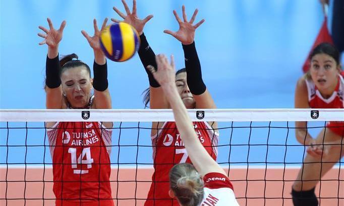 女排欧锦赛!土耳其3-1完胜波兰进决赛,朱婷恩师追平历史记录!