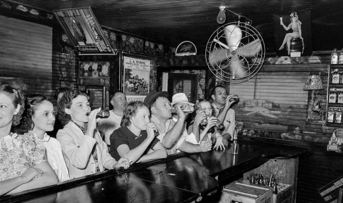 30年代美国酒吧生活 在一个小时内把他们无数销魂的美梦化为现实