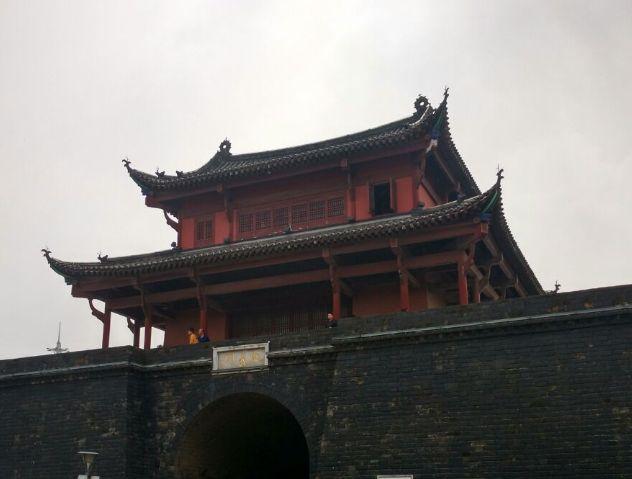 起义门,位于武汉市武昌区首义路,是文化旅游区的重要组成部分