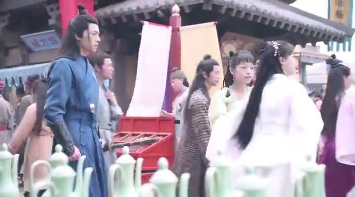 女子穿越到古代,竟女扮男装买小黄书,还被美男子看上!