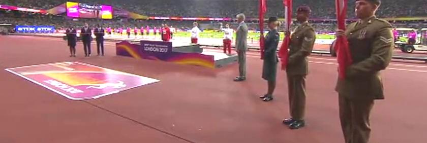 贺电!女子链球颁奖王峥75.98米喜获银牌,小姑娘天真烂漫