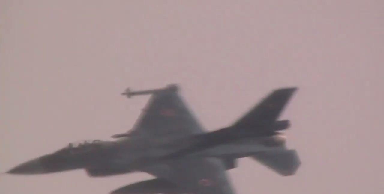 俄轰炸机巡航东海日本海国际空域,日本战机跟踪伴飞画面曝光