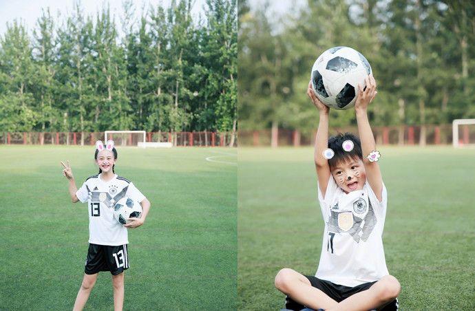 田亮晒一双儿女在足球场的可爱照 森碟满屏的长腿很抢镜!