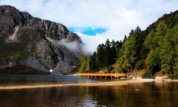 国内最美的地方,不输于稻城亚丁,露营旅游的专属之地!