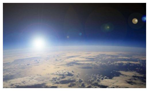 太阳和地球之间的温度很低,为何阳光直射到地球却变得异常温暖?