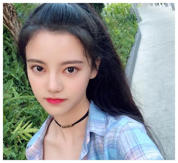 SNH48成员孙珍妮将与周星驰合作 长相青涩有几分神似林允