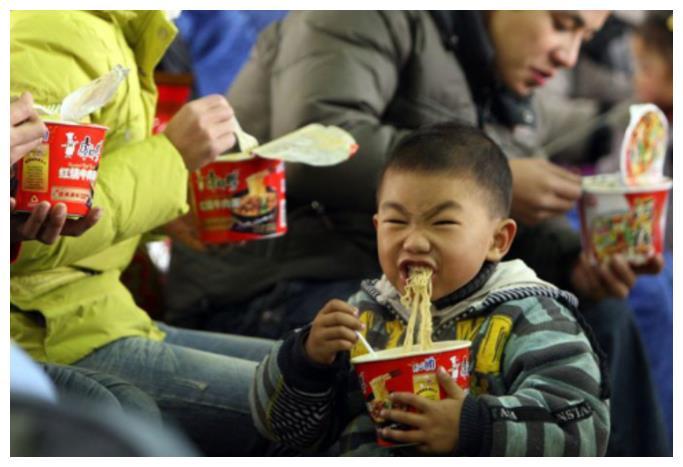 印度人:中国人吃不起这个!中国网友怒怼:我们扔了也不吃