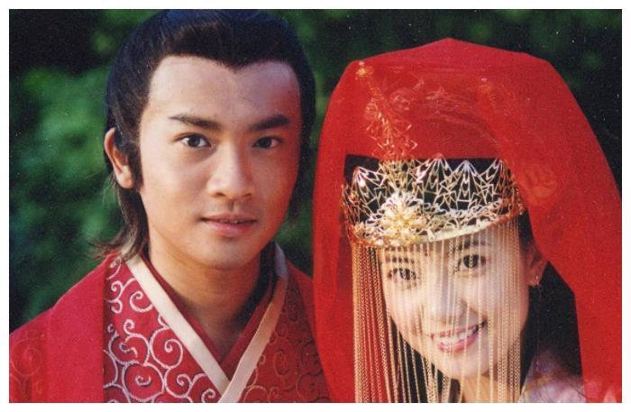 """""""赵敏""""举办婚礼,""""周芷若""""因护照过期不参加,网友:怀孕了吧"""