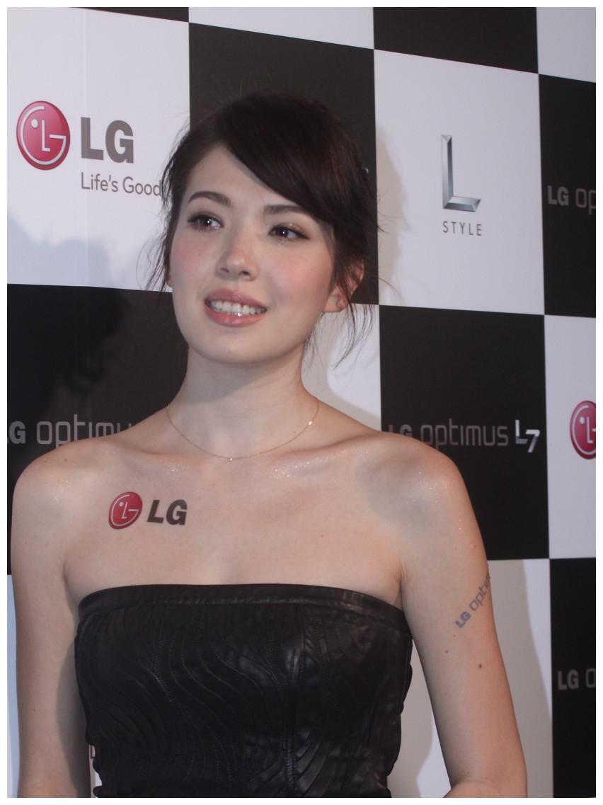 名模许玮宁为LG新手机站台。网友:长相国际范,气质优雅!