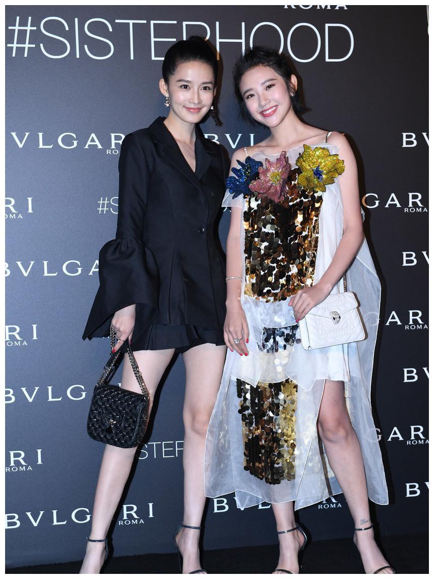 和李沁同台,网友:李沁的腿真心好看,比唐艺昕和赵丽颖略胜一筹