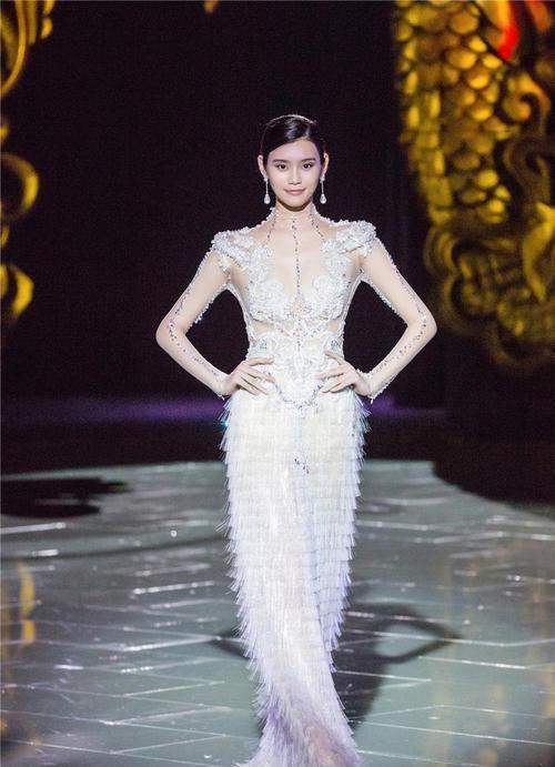 最美中国风——八大女神完美演绎郭培的中国新娘之《龙的故事》