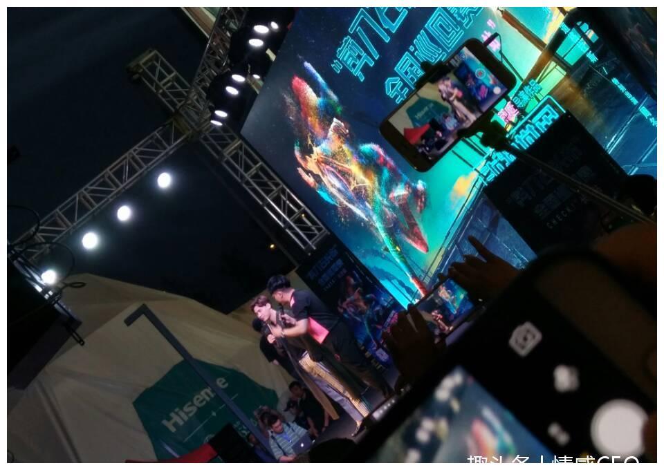 李易峰见面会从湖南信息学院到海信广场, 两个地方的粉丝很膨胀
