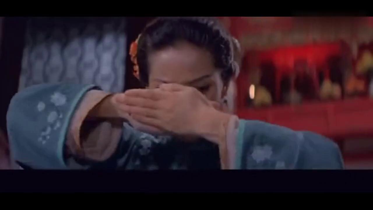 梅艳芳打麻将正起劲 老爷回来一秒装看病 年轻曹颖演丫环