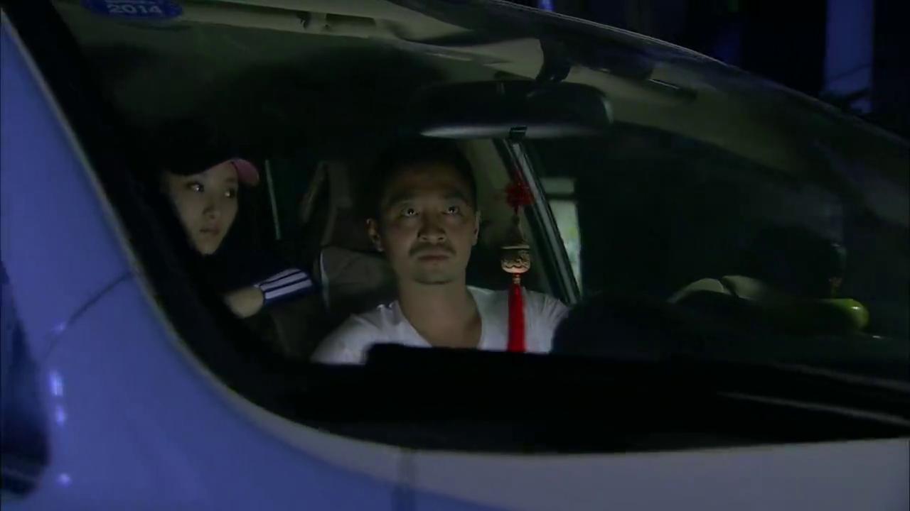 贾方躲过警察,抓捕找到夏晶晶,他不会又要行凶吧?