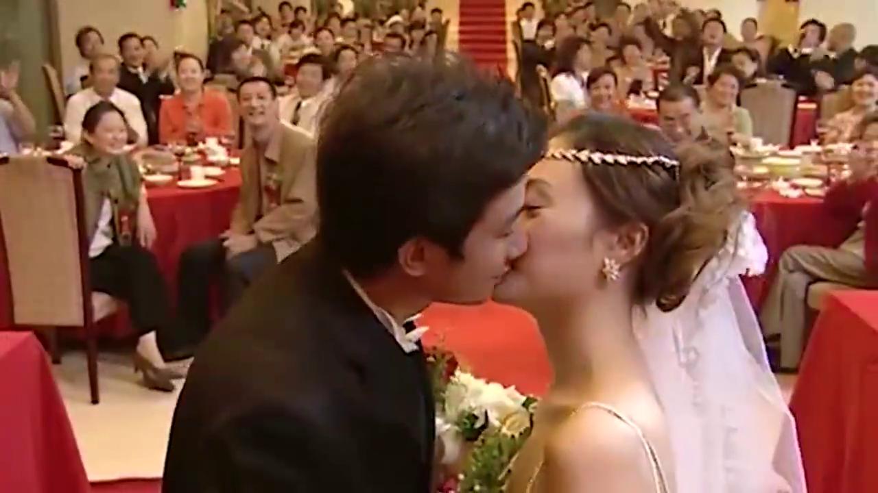 奋斗:杨晓芸和向南婚礼主持人漏洞百出,杨晓芸的脸色都不好了