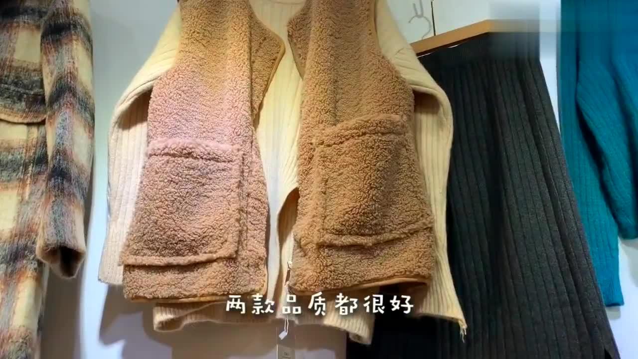 杭州也开始降温啦,厚毛衣搭配爆款羊羔毛马甲,保暖又时尚哦