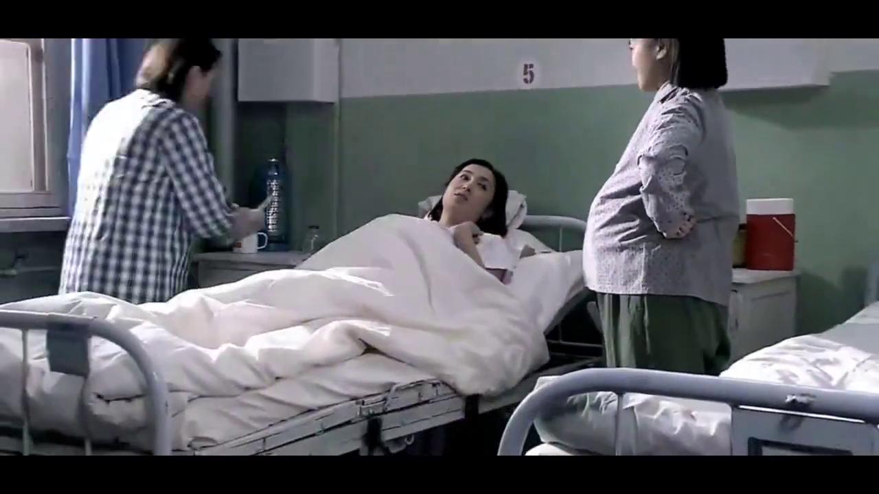 佟子去换尿布,才知道文丽生的是儿子,真让人高兴啊