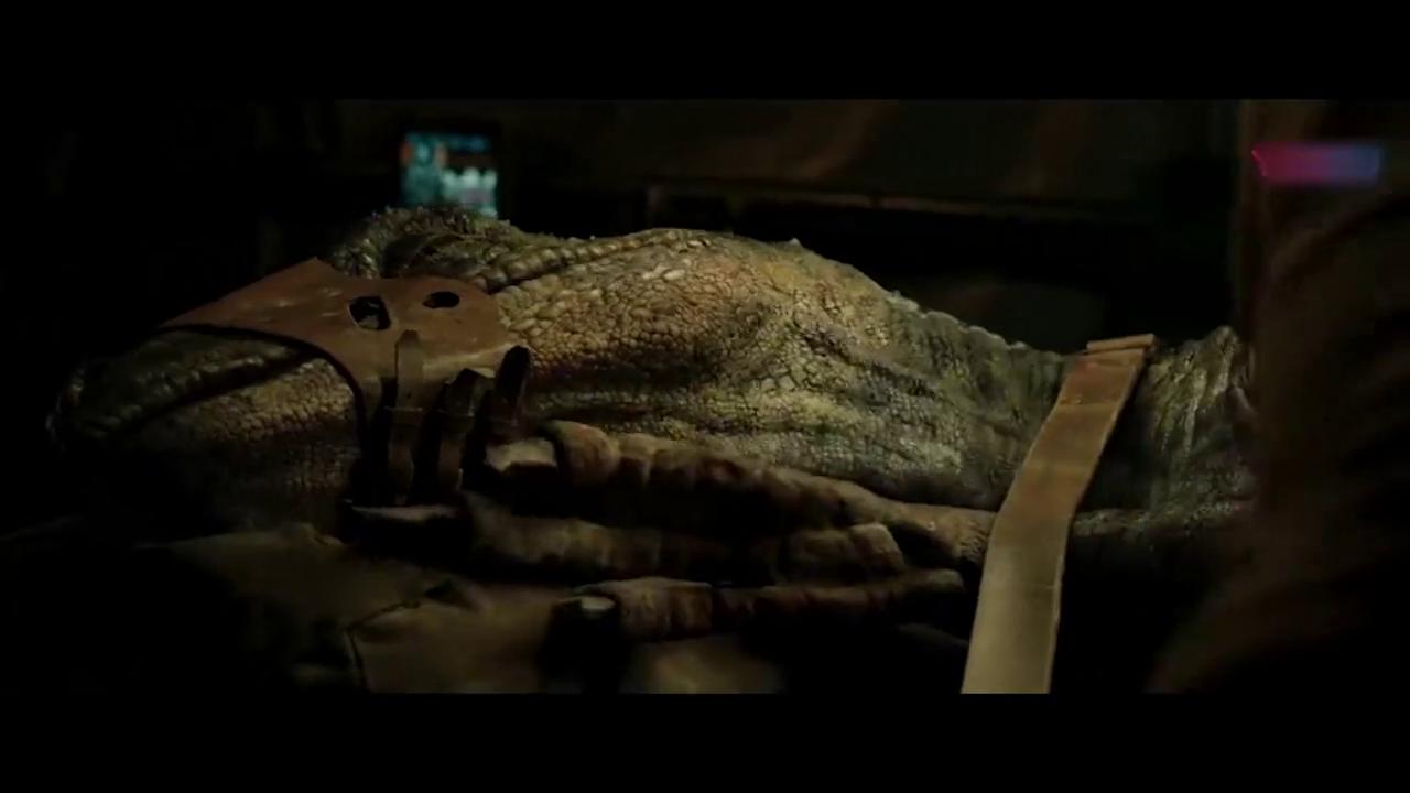 侏罗纪世界:专家抽恐龙的血,不料打了镇定剂的恐龙,突然醒了!