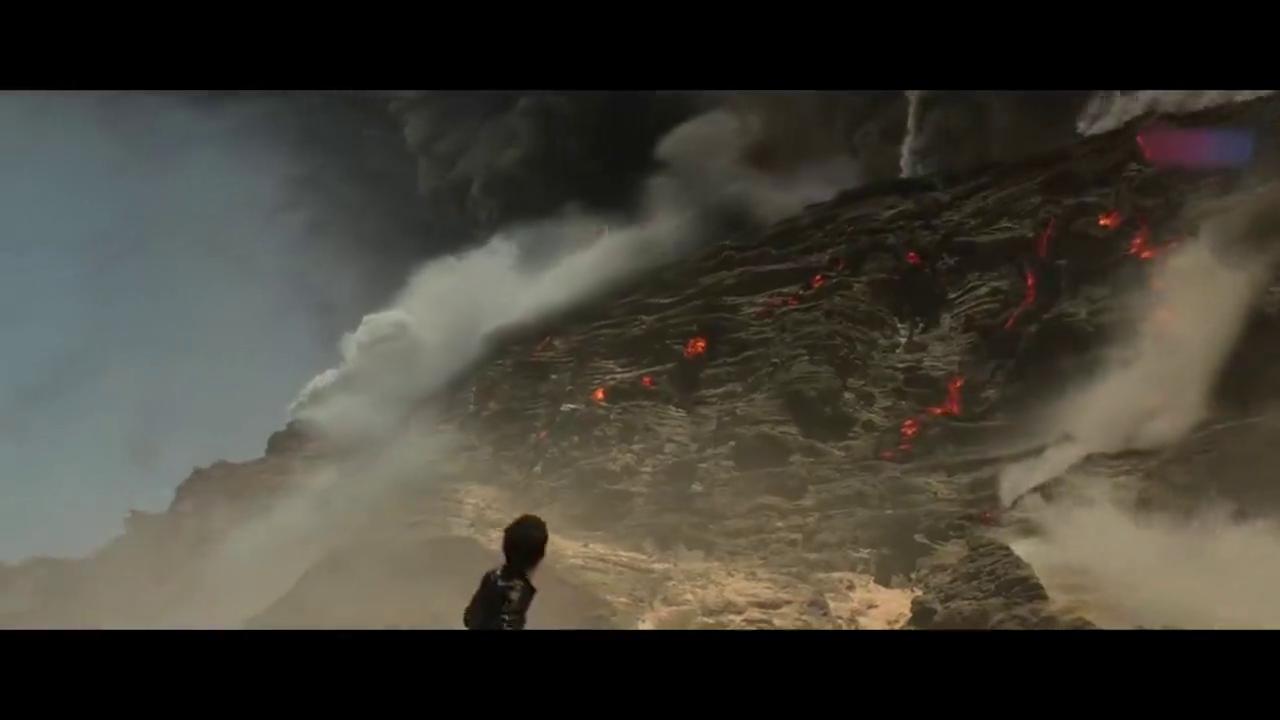 侏罗纪世界:火山爆发,人类驾船逃离,回头看一眼恐龙,泪目!