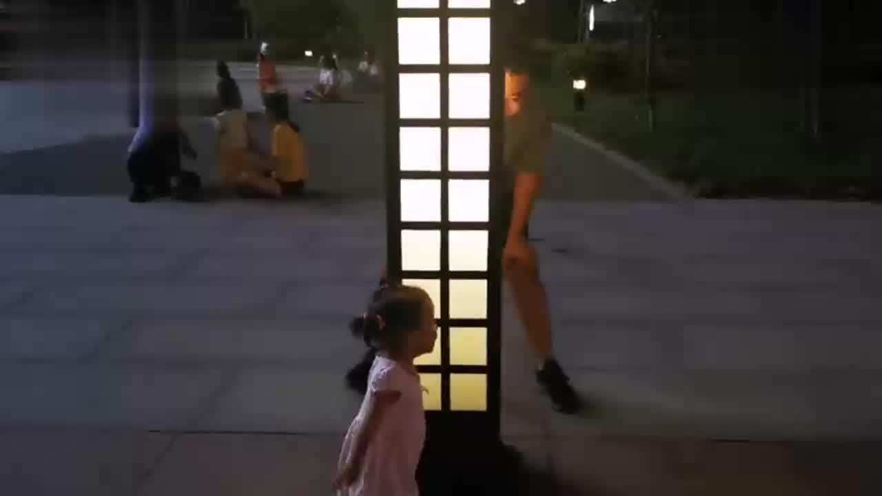 奶爸陪萌娃玩看看爸爸怎么带孩子的秒变大儿童看着真搞笑